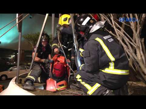 Rescate de víctima caída al depósito de Parque Ceuta (simulacro terremoto)