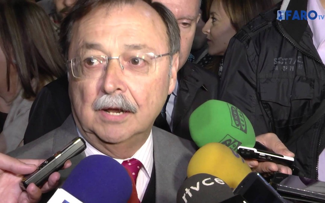 El presidente Juan Vivas tras el encendido del alumbrado navideño