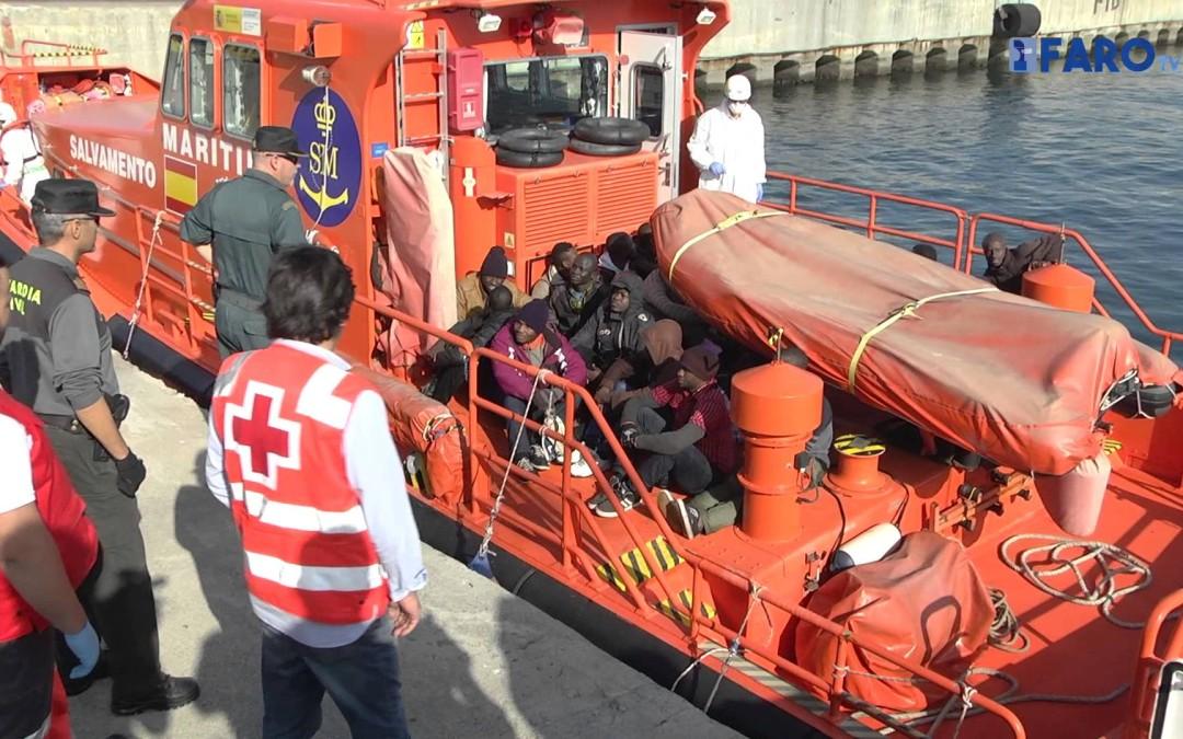 Rescatados 21 inmigrantes a milla y media de Ceuta