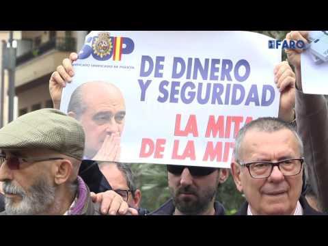 Miembros del CNP protestan por los nuevos horarios, el estado del material y falta de personal