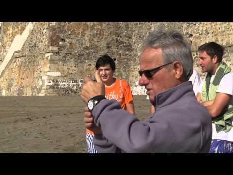 3 jóvenes heroes salvan a un delfín varado en playa de la Ribera