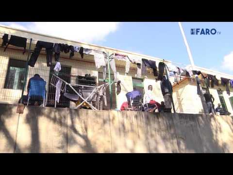 El CETI monta tiendas de campaña para acoger a los inmigrantes