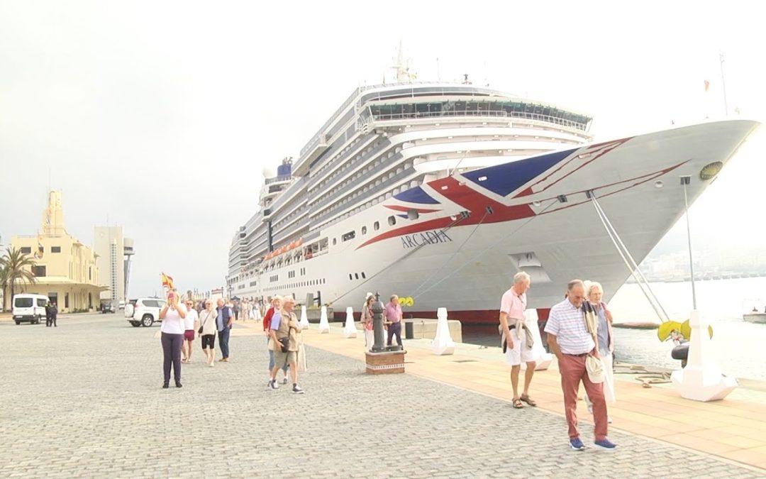 Ceuta recibe al gran crucero 'Arcadia'