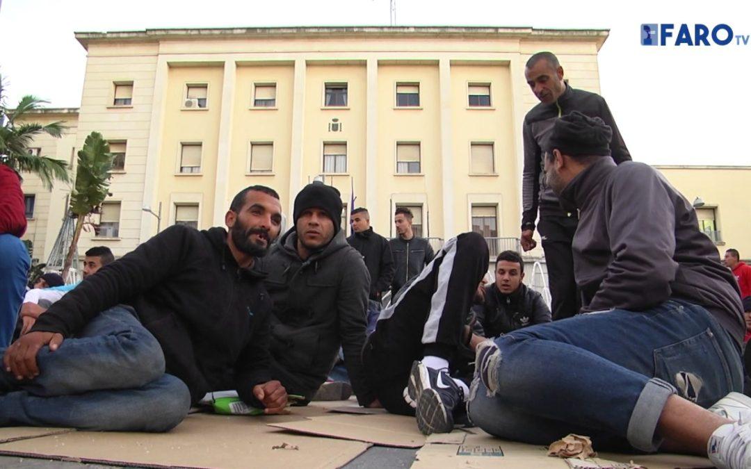 Los argelinos siguen en la Plaza de los Reyes