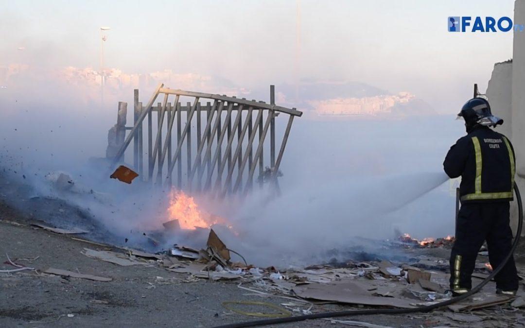 Incendio y caos circulatorio en la carretera de la frontera