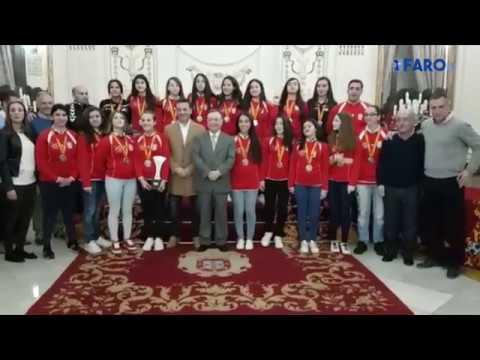 Vivas recibe a la selección cadete de balonmano femenino