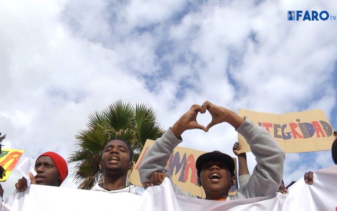 Cientos de personas recuerdan a las víctimas del 6-F en Ceuta