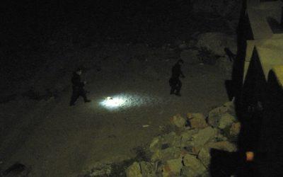Detenidos 9 marroquíes cuando querían salir de Calamocarro en una barca hinchable
