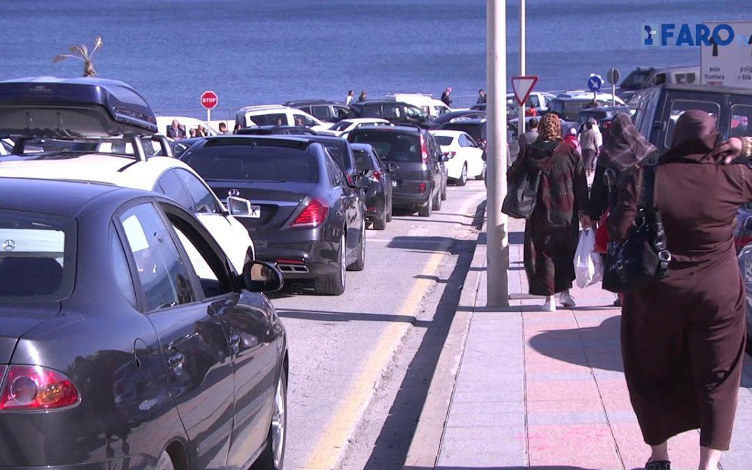 Las colas, eternas compañeras en la frontera del Tarajal de Ceuta