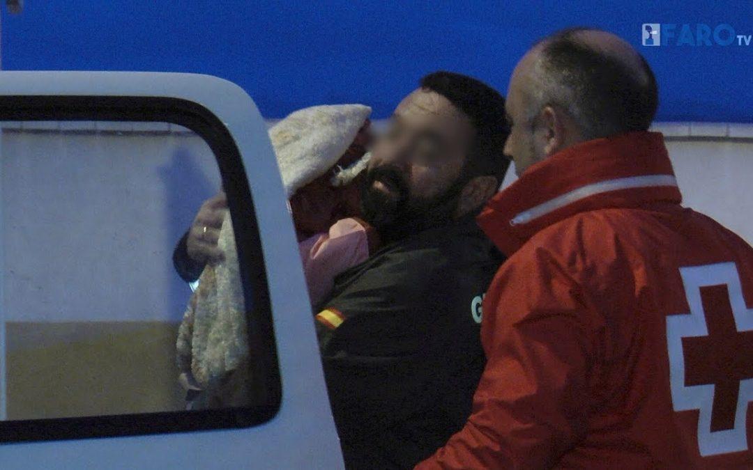 Diez inmigrantes llegan a Benzú en pleno temporal, entre ellos un bebé