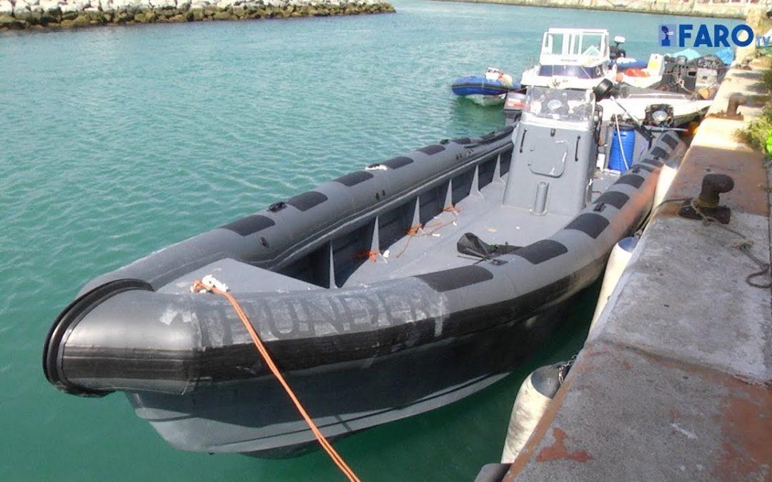 La Guardia Civil interviene una planeadora de 14 metros y con cuatro motores