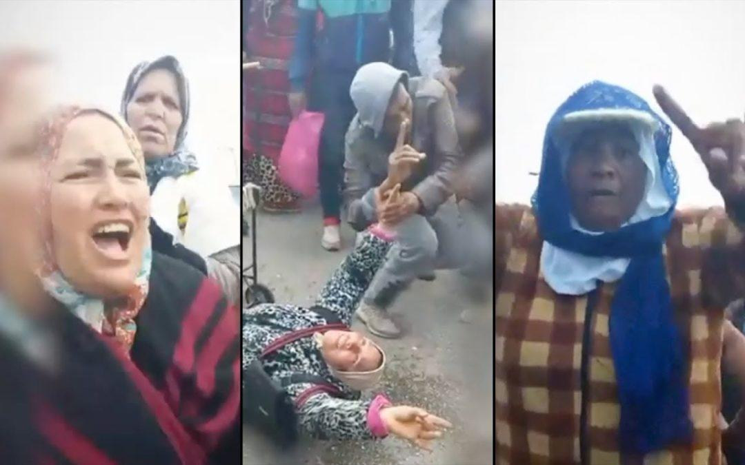 Las porteadoras protestan en el lado marroquí de la frontera