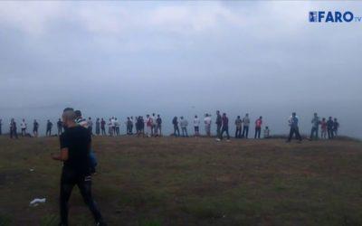 Momentos de tensión en Castillejo con una semirrígida esperando para cargar inmigrantes