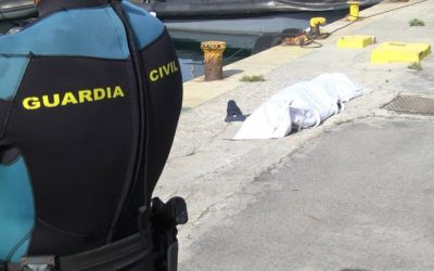 Los GEAS de la Guardia Civil de Ceuta han recuperado el cadáver de un joven flotando en el mar