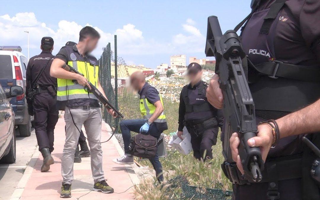 Policía Nacional encuentra una carabina recortada y varias armas detonadoras en un descampado de Lo