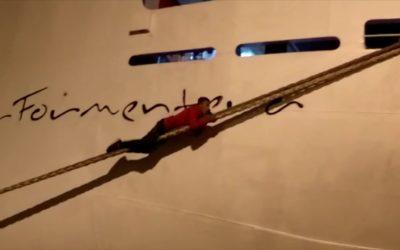 Inmigrantes en Ceuta trepan a los barcos para llegar a Algeciras