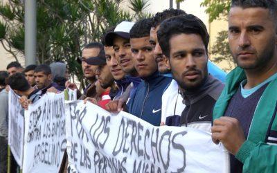 El colectivo argelino del CETI protesta ante la Delegación