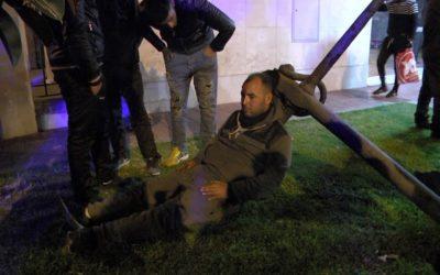 Reyerta en el puerto entre inmigrantes con un herido