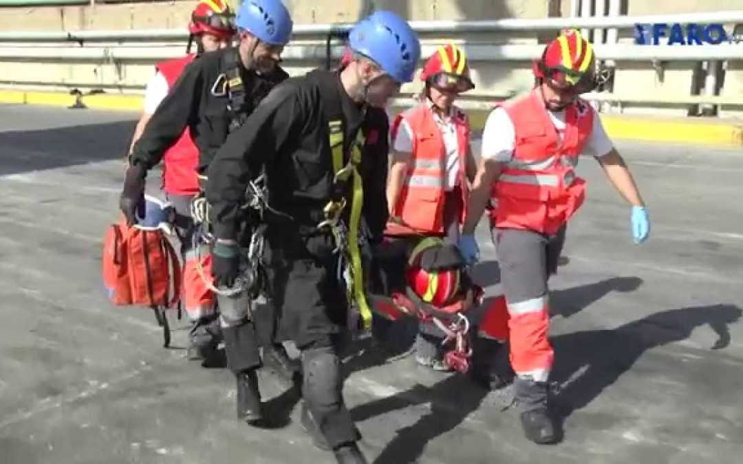 La UME rescata a las primeras víctimas del terremoto sufrido en Ceuta (en simulación)