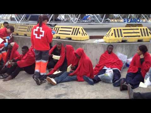 Salvamar Atria rescata a 19 inmigrantes a 1,7 millas de Punta Almina