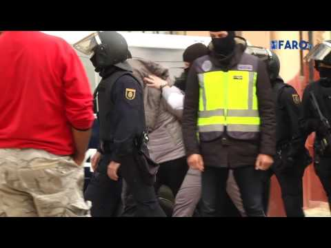 Traslado de los cuatro detenidos a la península