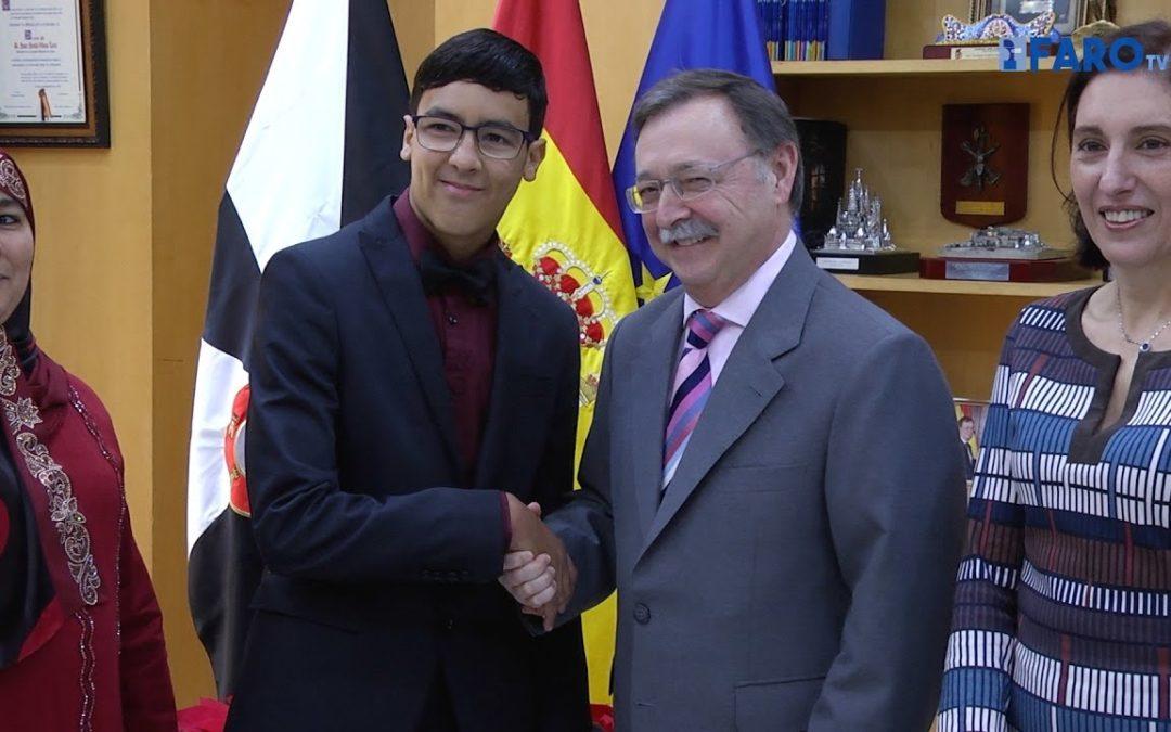 Vivas recibe al alumno ceutí ganador de 'Una constitución para todos'