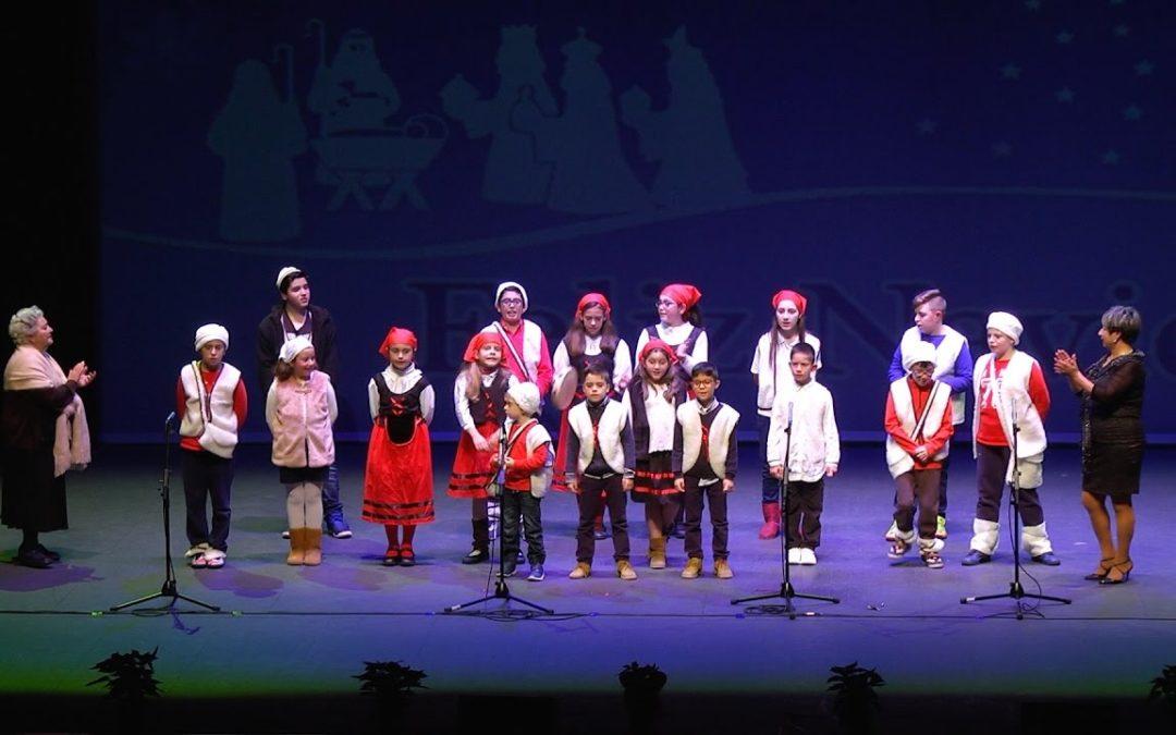 Los coros infantiles iluminan el Revellín