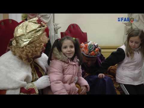 Los 'magos' continúan recibiendo a los niños del Ayuntamiento