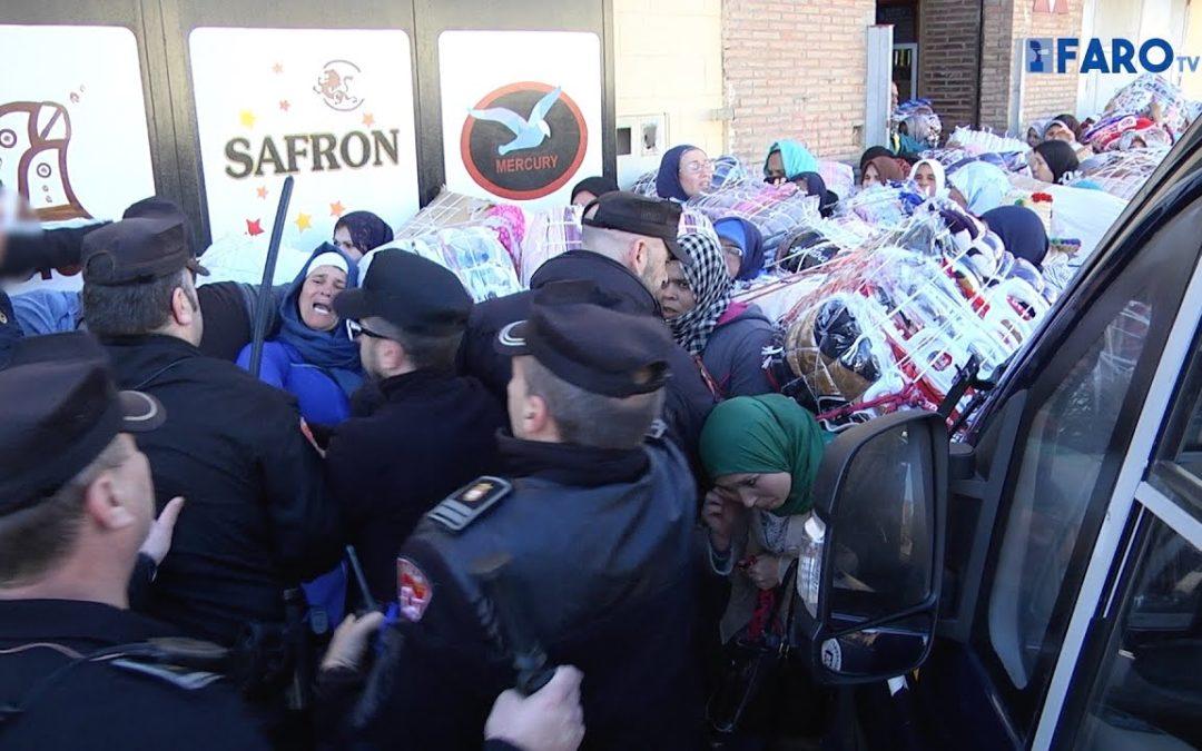 La Policía cierra la 'escalera de la muerte' pero no puede impedir las avalanchas