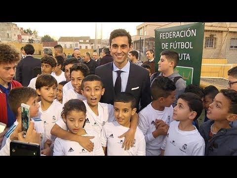 Álvaro Arbeloa visita a los niños de la Fundación Real Madrid en Ceuta