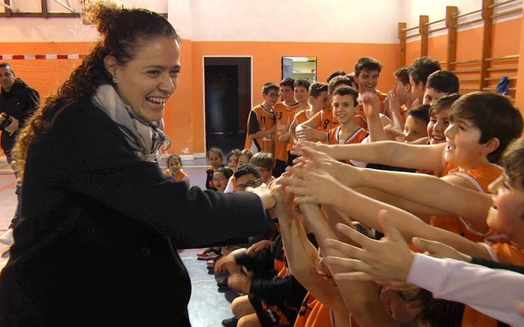 La ex jugadora de la selección española de baloncesto Isabel Sánchez visita el Camoens