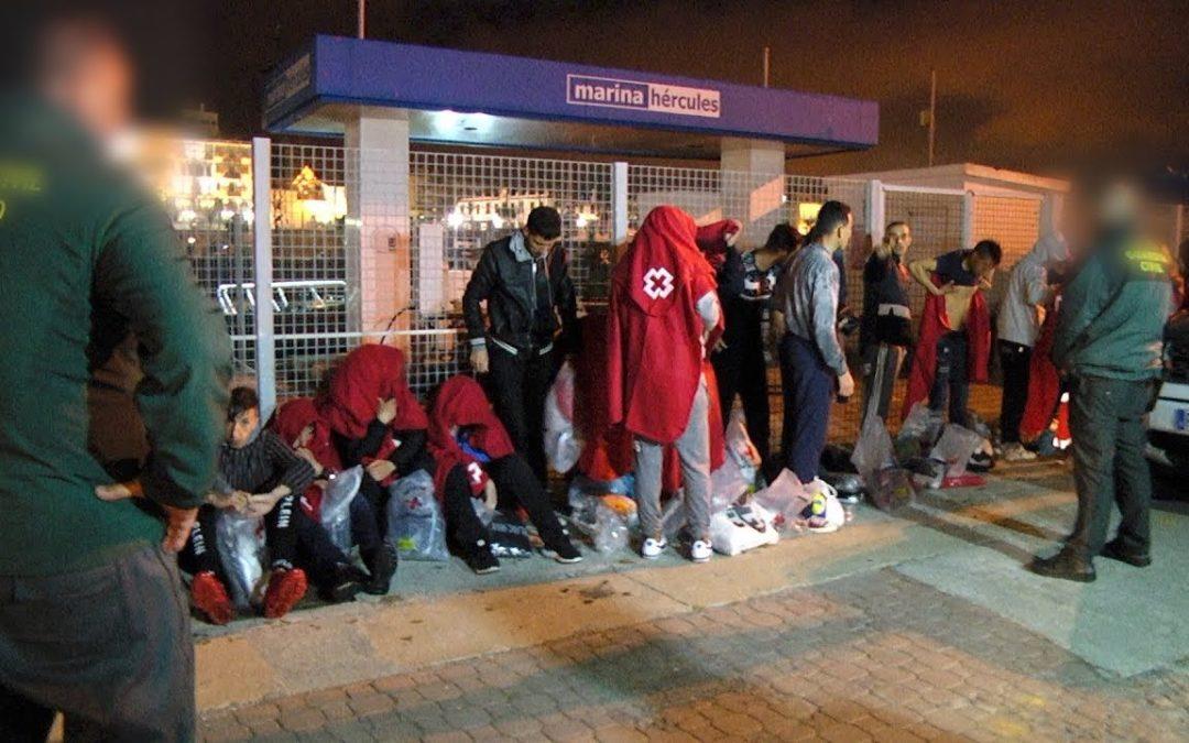 La Guardia Civil intercepta a 17 marroquíes en una embarcación que partió de Ceuta