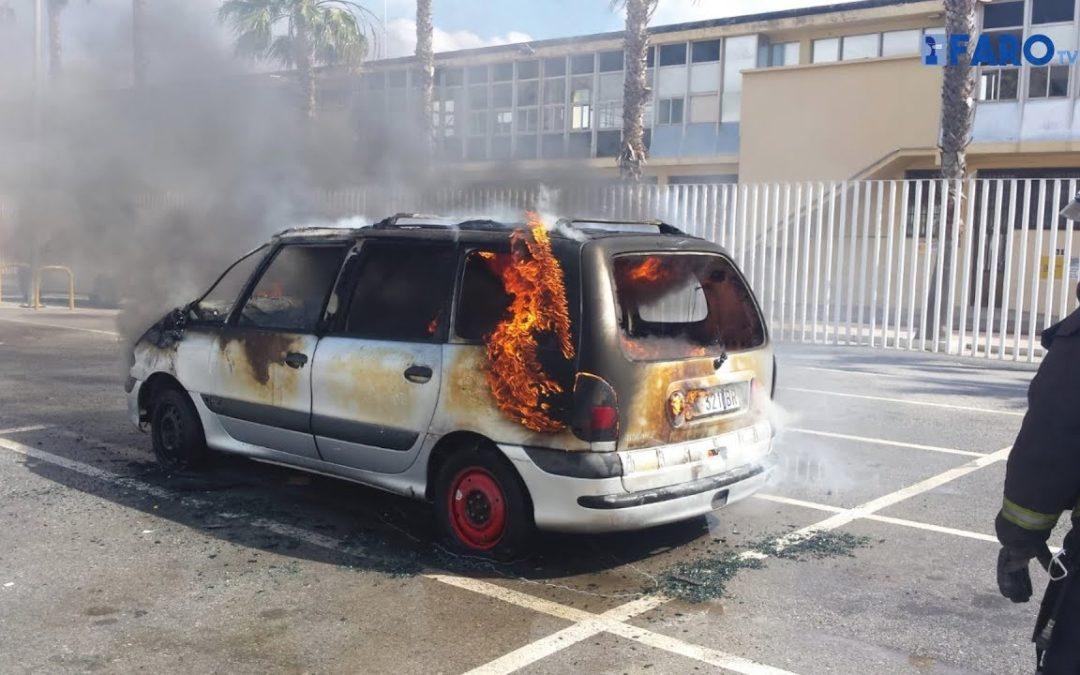 Incendio de un vehículo en el abandonado parking de la estación marítima