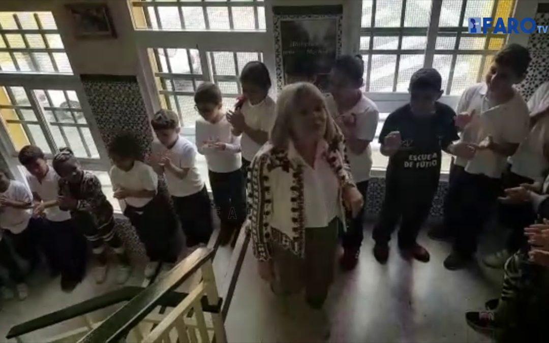 Así ha sido la despedida del colegio Rosalía de Castro a la profesora Herminia Ferreiro