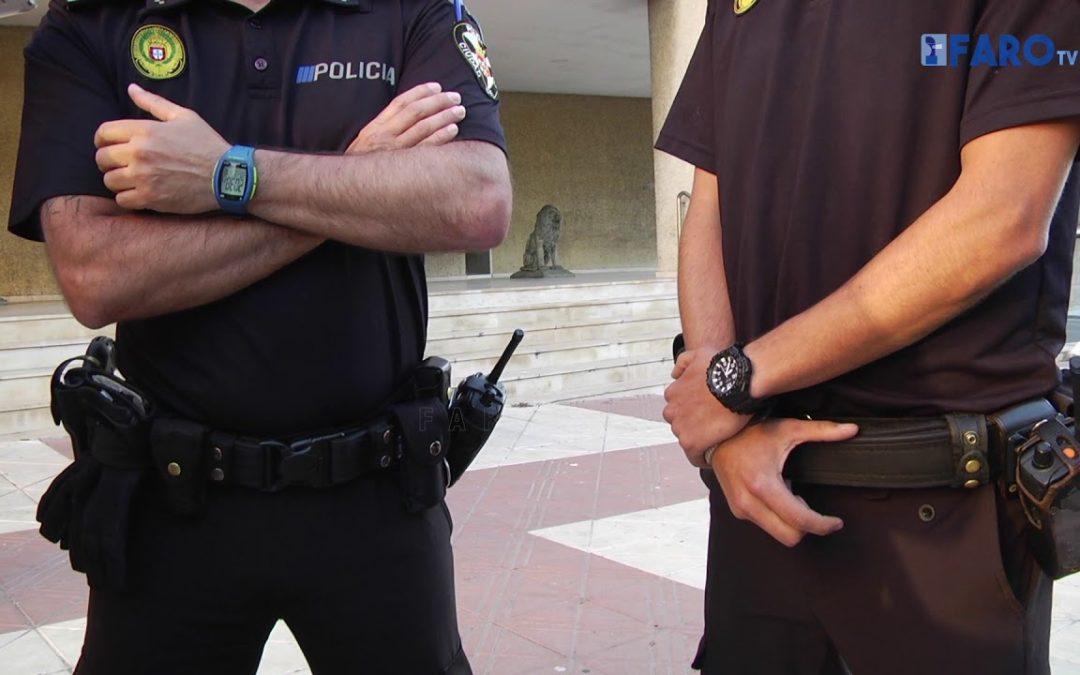 Dos policías locales salvan a un bebé en el incendio en la barriada Juan Carlos I