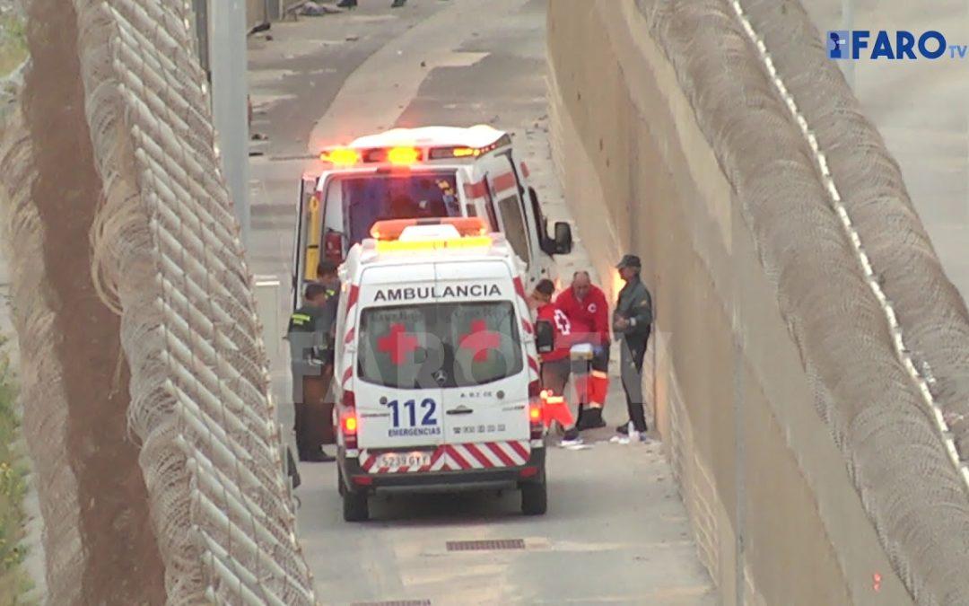Unos 400 subsaharianos intentan saltar la valla entre Ceuta y Marruecos
