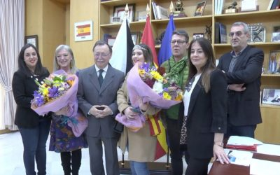 Vivas recibe a la Reina del Carnaval y a la Pregonera de Ceuta